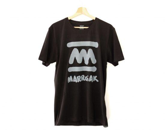 Diseño de camiseta negra minimalista con el logotipo de marroiak. Música electrónica