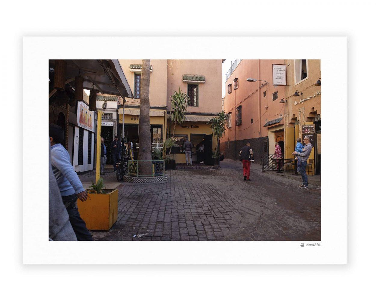 Escena en una calle de la medina de Marrakech en Marruecos. Africa