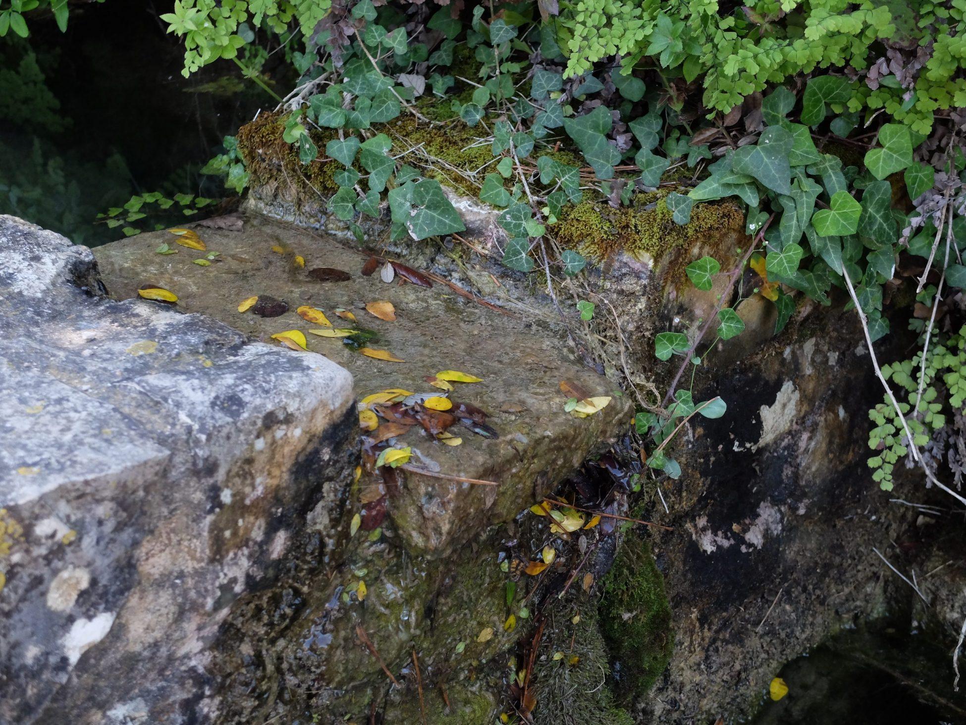 Fotografía en color con un detalle de la fuente de cirer en Simat de la Valldigna, La Safor (Valencia)