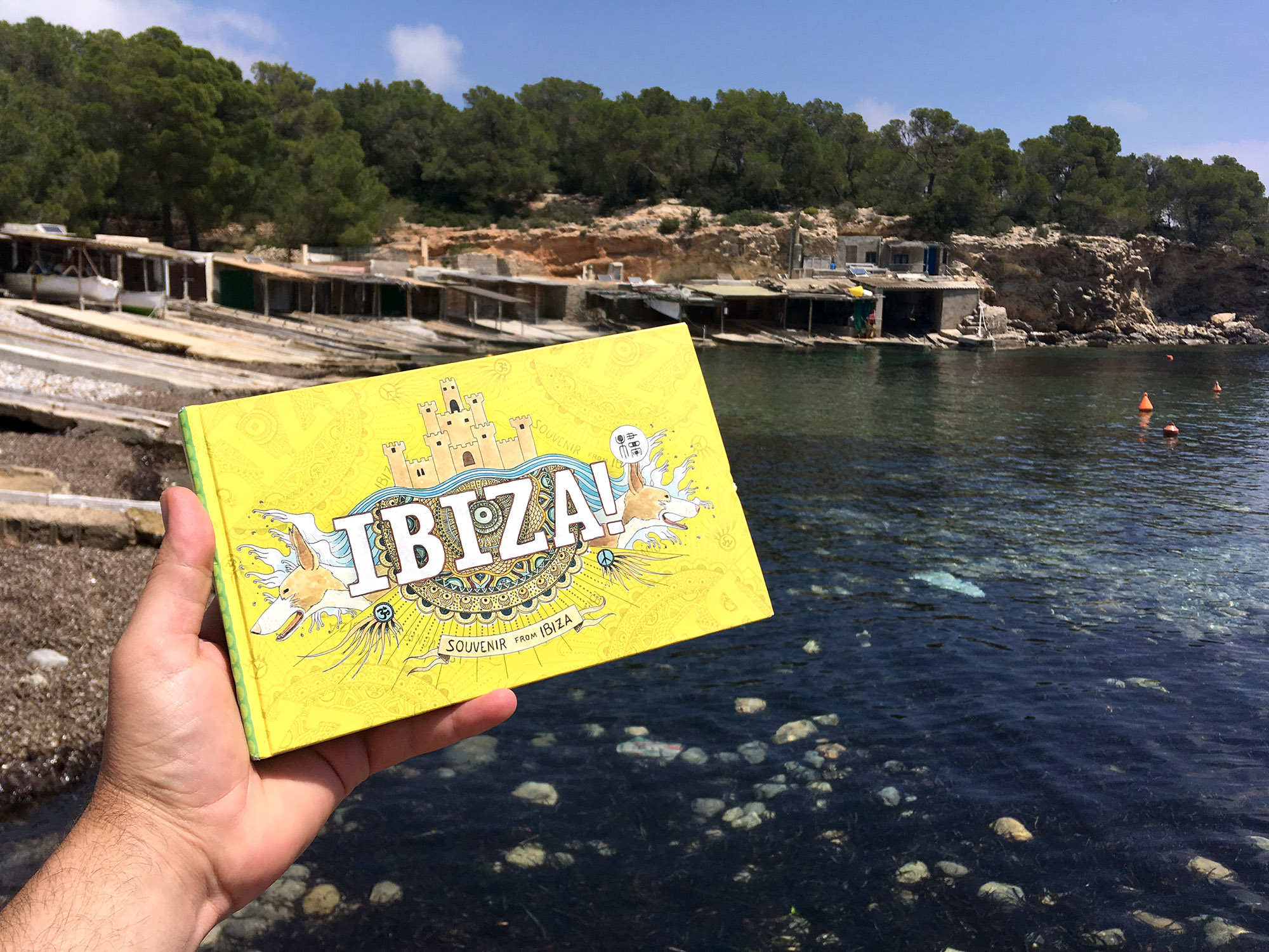 Fotografía con la guía ilustrada de Ibiza - Dibujos y acuarelas