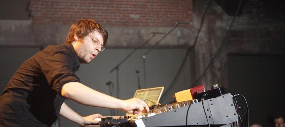 Jan Jelinek en uno de sus espectáculos en directo. Mutec