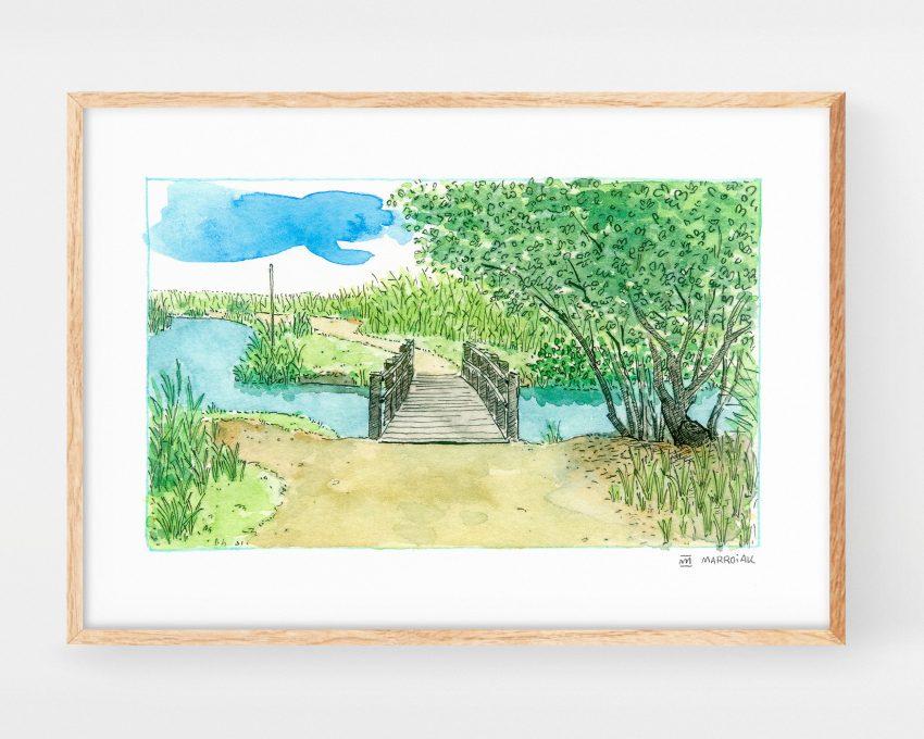 Cuadro decorativo de naturaleza con un dibujo en acuarela de un puente de madera junto a un árbol y un río